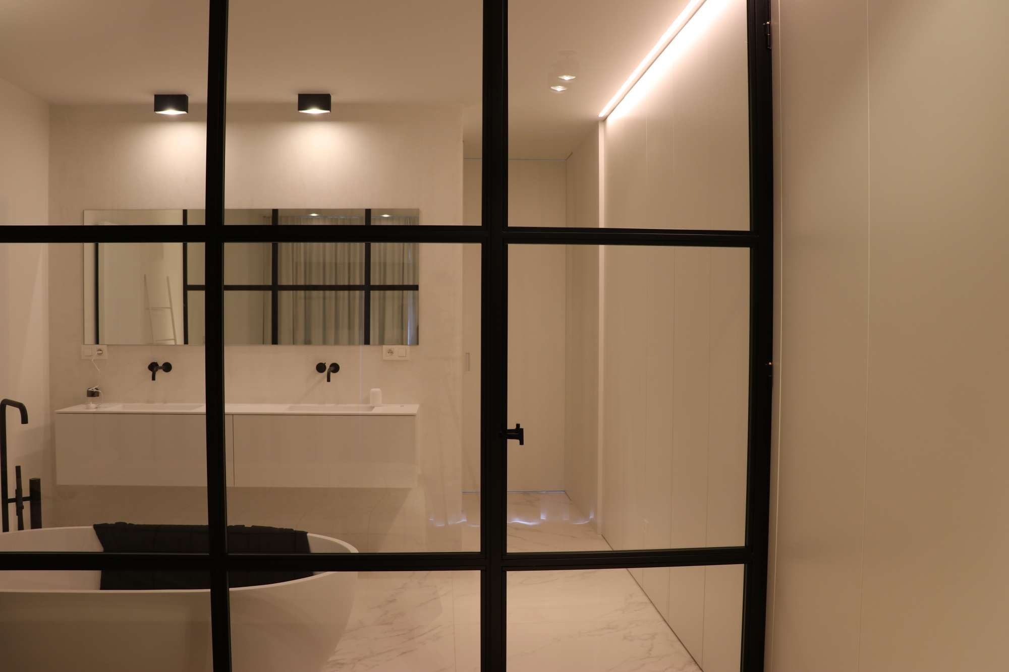 ATA Interieur - Realisatie - Badkamer wit modern